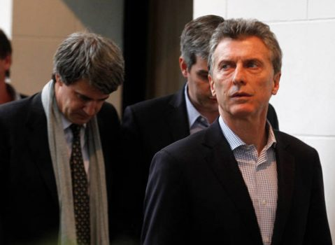 Argentine President Mauricio Macri (R) followed by Finance Minister Alfonso Prat-Gay (L) and Chief Cabinet Marcos Pena walks toward a news conference at the Olivos presidential residence in Buenos Aires, Argentina, May, 6, 2016. REUTERS/Enrique Marcarian