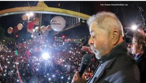 Lula na Paulista cartando marra